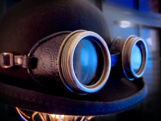 Steampunk goggles wrapped around a bowler hat.